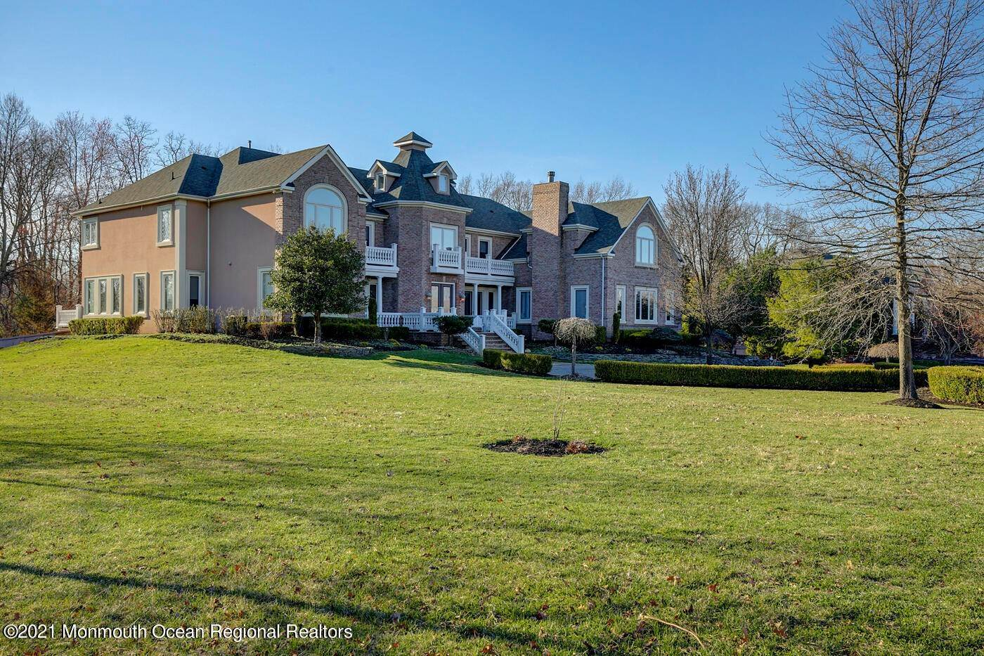 Single Family Homes for Sale at 3 Fulling Mill Lane Colts Neck, New Jersey 07722 United States