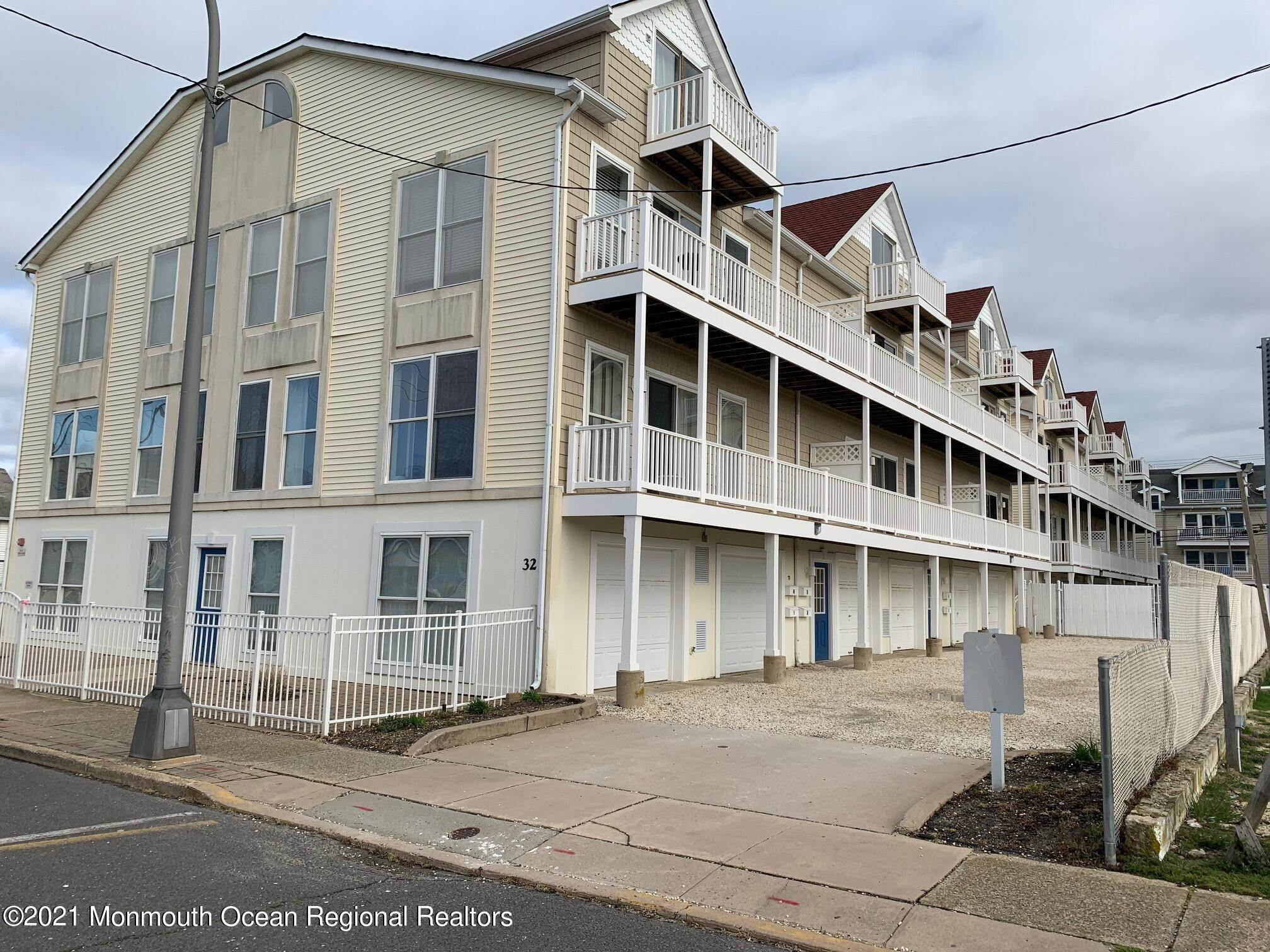 19. Condominiums for Sale at 32 Webster Avenue Seaside Heights, New Jersey 08751 United States