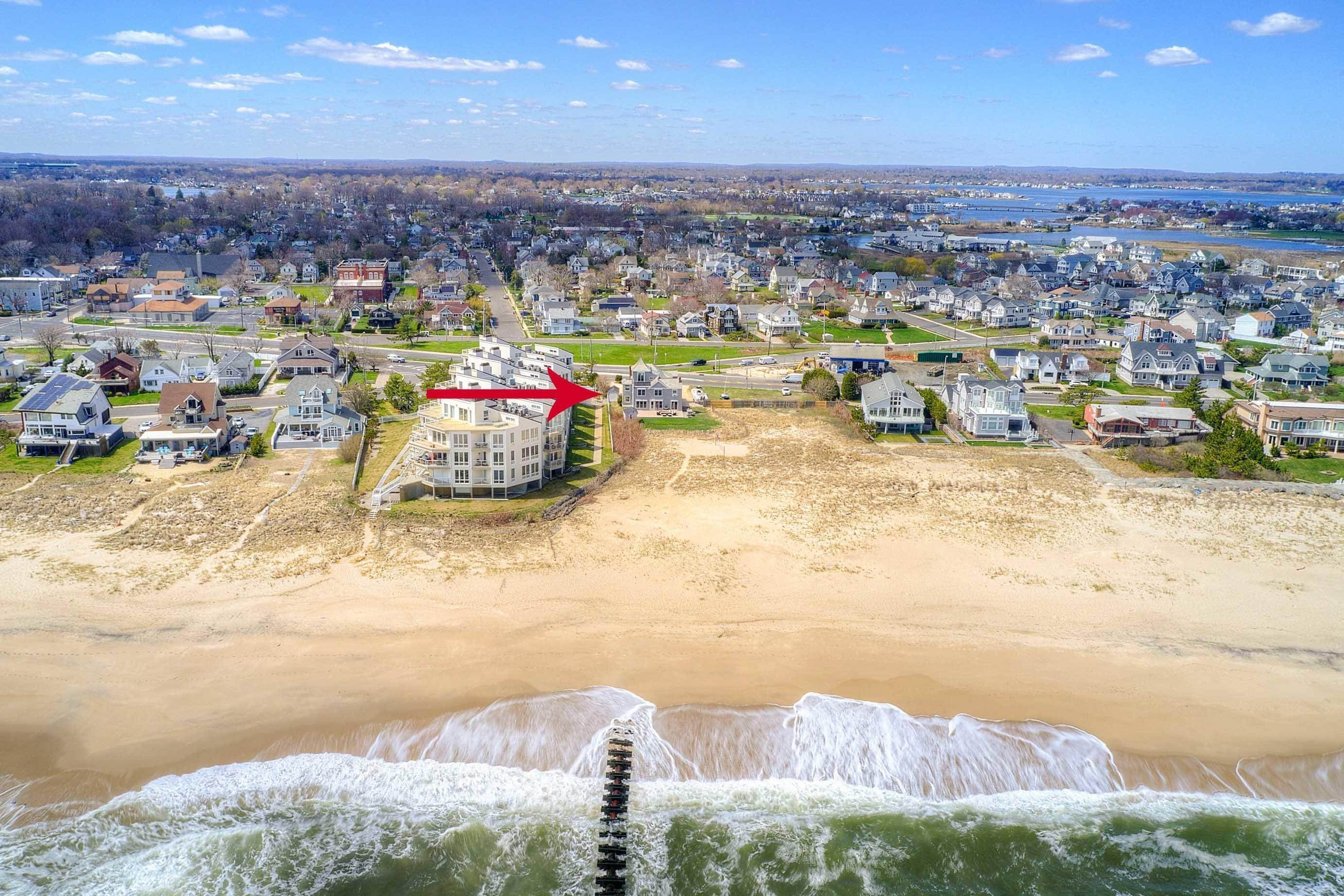 6. Single Family Homes for Sale at 1 Ocean Avenue Monmouth Beach, New Jersey 07750 United States