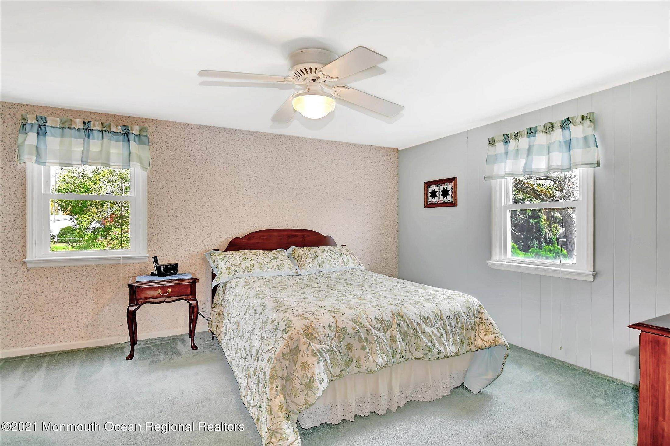 14. Single Family Homes for Sale at 25 Edgewater Drive Matawan, New Jersey 07747 United States