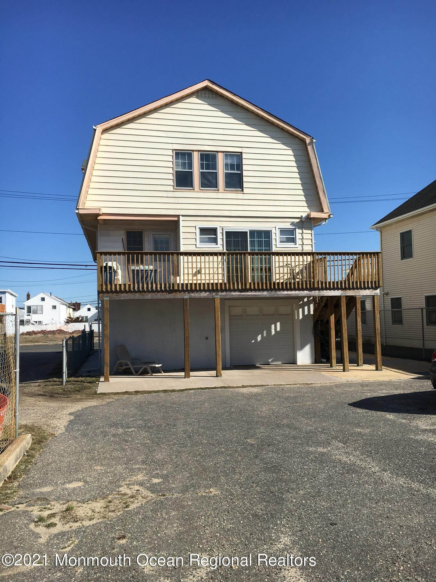 16. Single Family Homes for Sale at 29 Dupont Avenue Seaside Heights, New Jersey 08751 United States