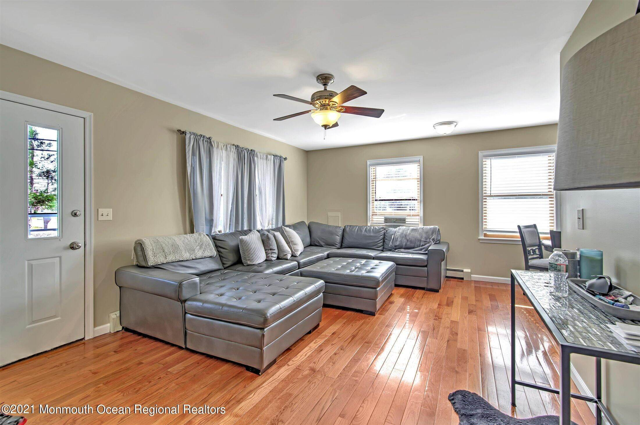 6. Single Family Homes for Sale at 743 Chelsea Street Forked River, New Jersey 08731 United States