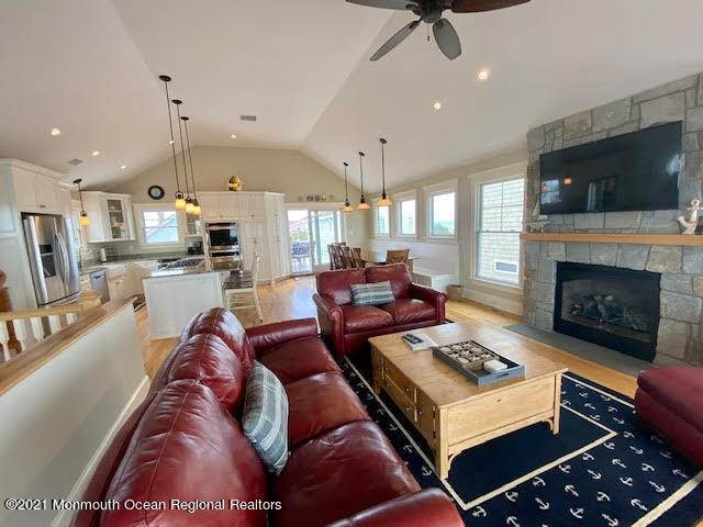 15. Single Family Homes for Sale at 17 7th Street Beach Haven, New Jersey 08008 United States