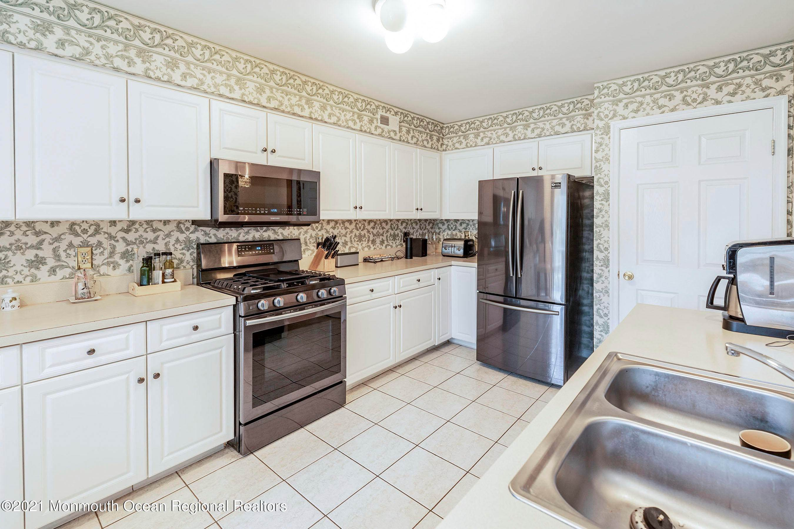9. Condominiums for Sale at 1502 Pegasus Court Toms River, New Jersey 08755 United States