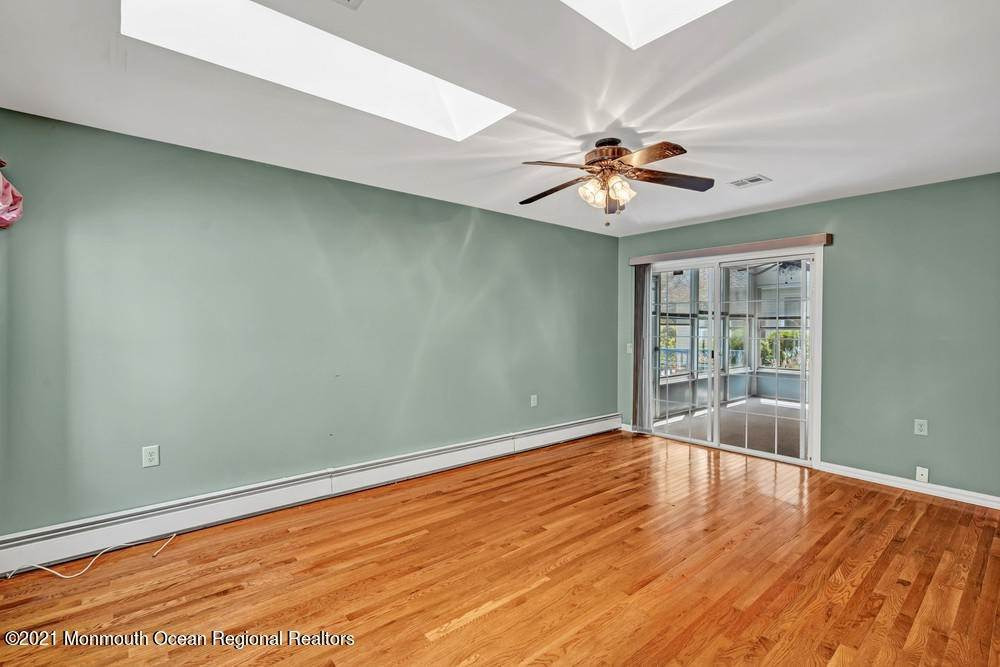 6. Single Family Homes for Sale at 19 Weybridge Court Toms River, New Jersey 08757 United States