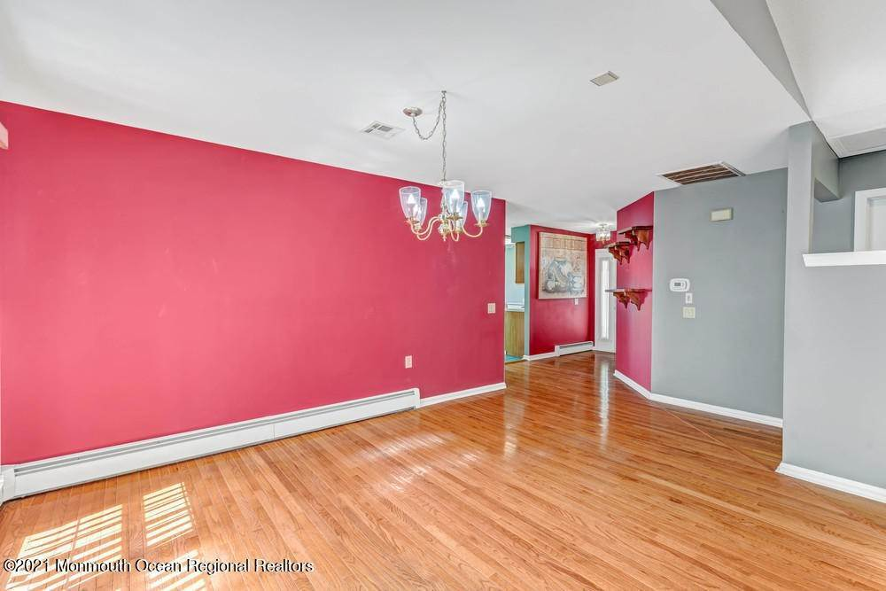 13. Single Family Homes for Sale at 19 Weybridge Court Toms River, New Jersey 08757 United States