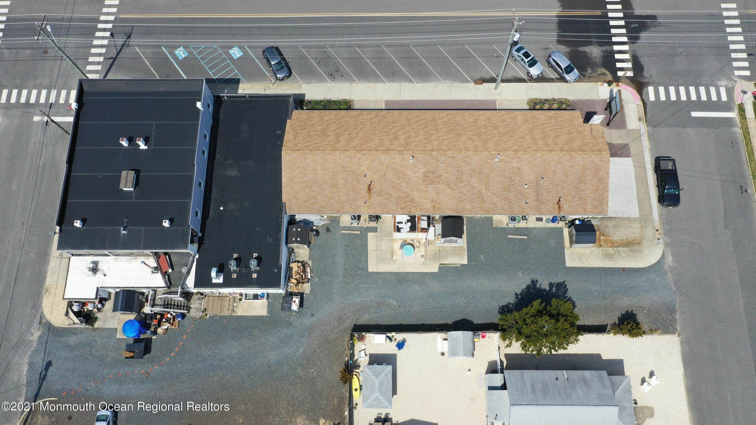 6. Commercial for Sale at 602 Long Beach Boulevard Surf City, New Jersey 08008 United States