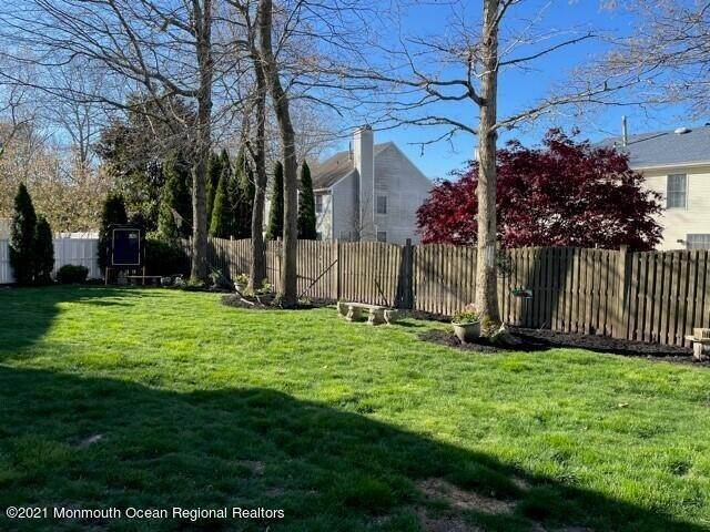 16. Single Family Homes for Sale at 110 Autumn Oak Lane Manahawkin, New Jersey 08050 United States