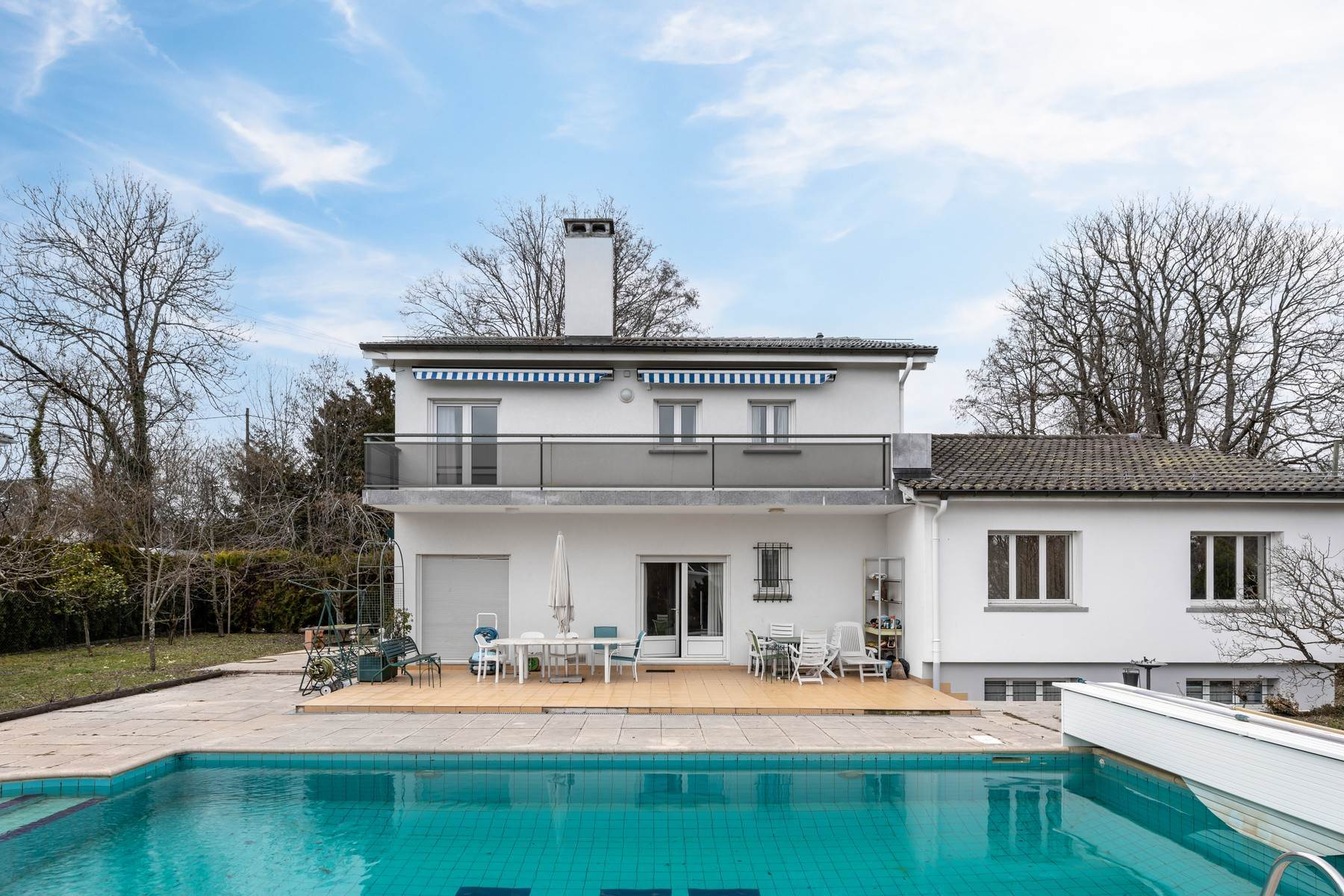 Single Family Homes for Sale at Beautiful house with swimming pool and close to all amenities versoix Versoix, Geneva 1290 Switzerland