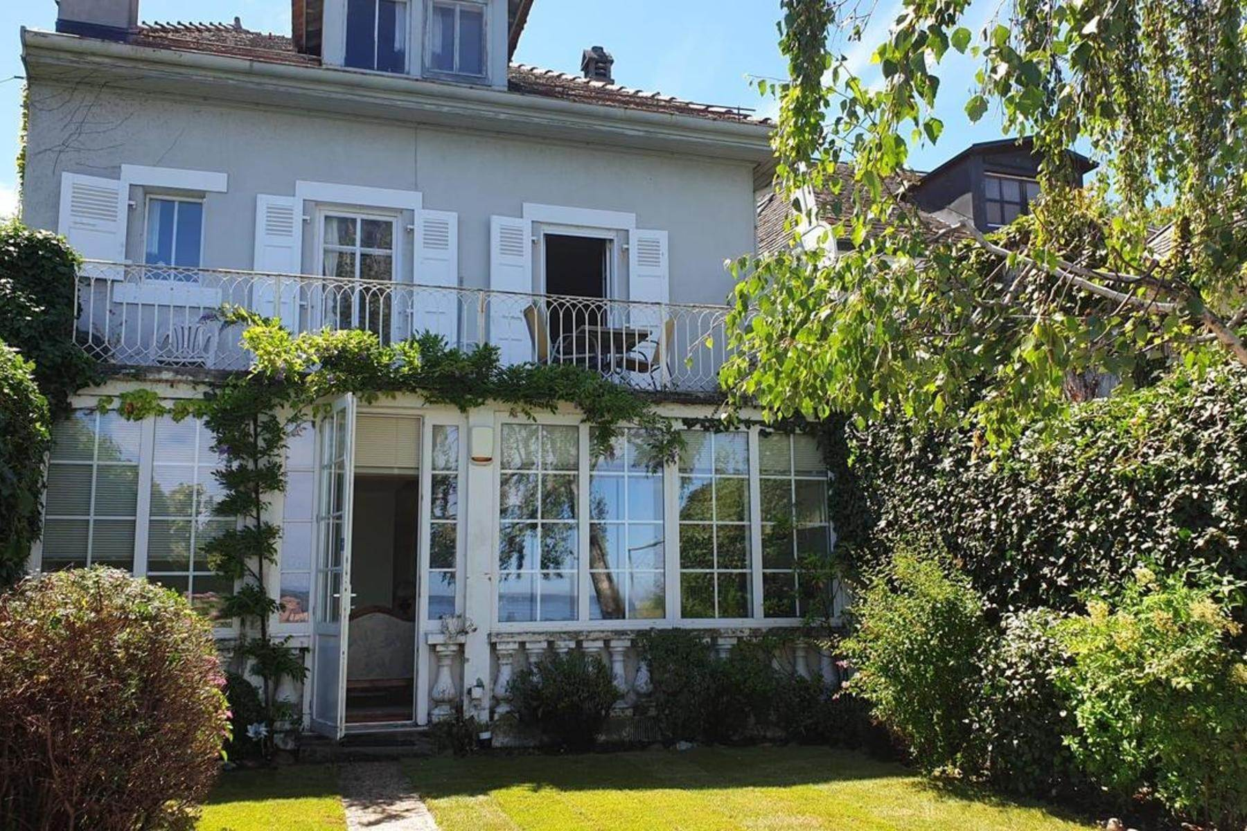 Single Family Homes for Sale at Charming lakeside house Versoix Versoix, Geneva 1290 Switzerland
