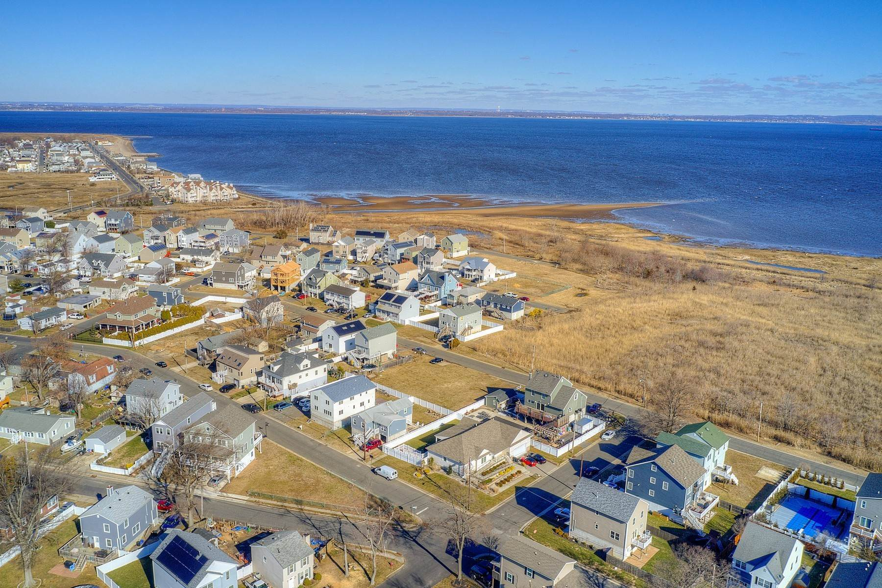 5. Single Family Homes for Sale at 824 A Bayview Avenue, Union Beach, NJ 824 Bayview Avenue, A Union Beach, New Jersey 07735 United States