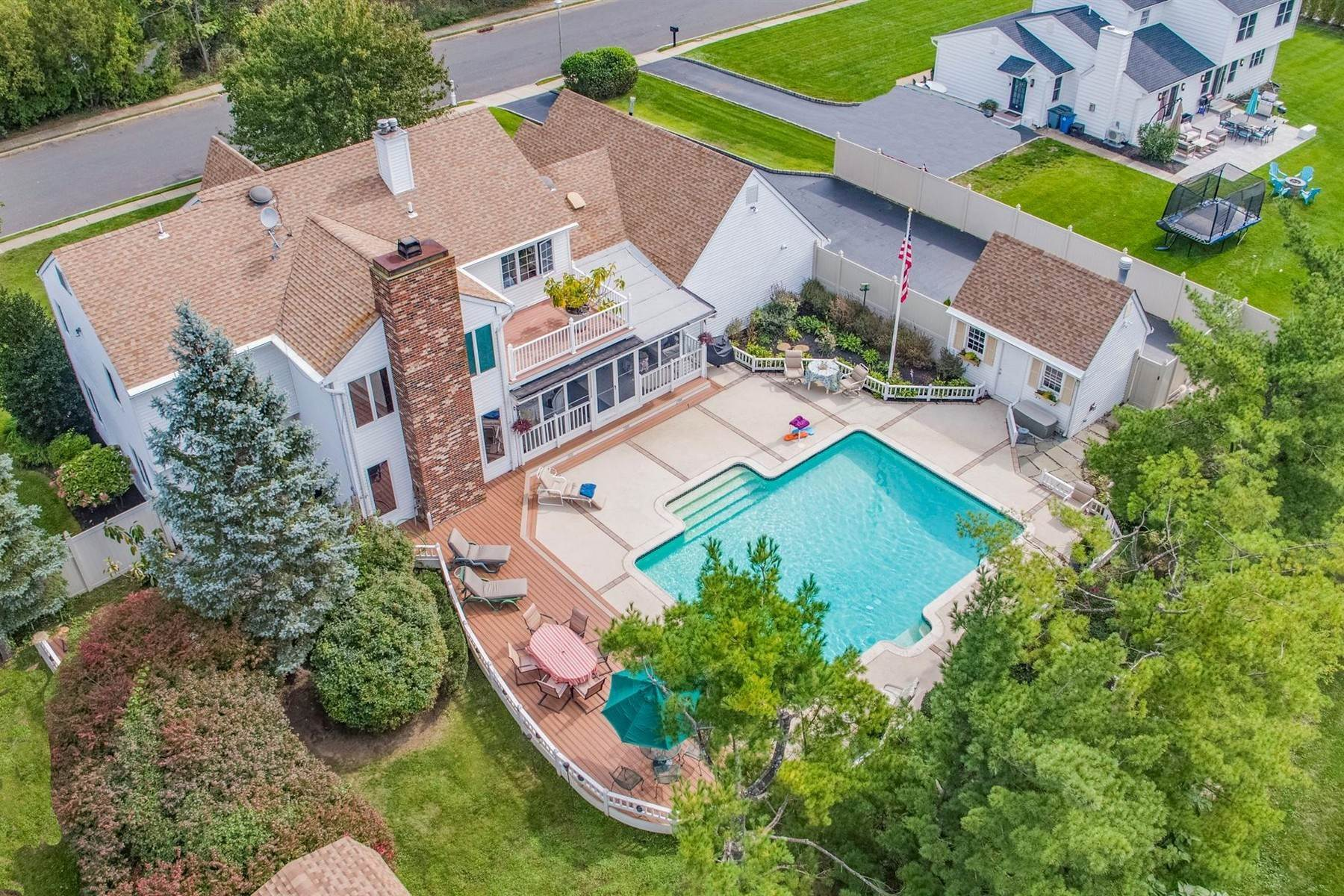 40. Single Family Homes for Sale at Elegance Meets Edgy Infused with Exceptional Quality and Custom Updates 130 Lippincott Road Little Silver, New Jersey 07739 United States