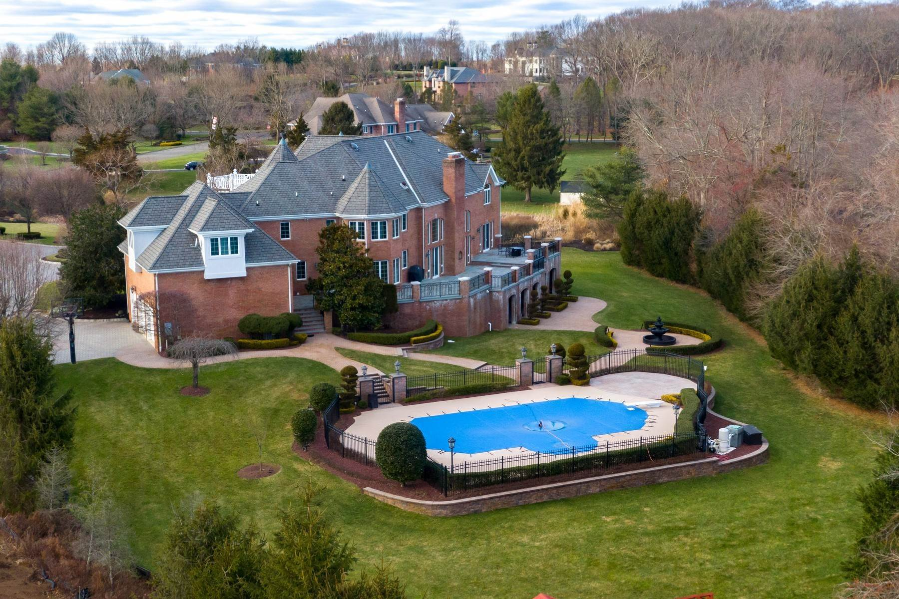 3. Single Family Homes for Sale at Live Palatial 4 Lexington Court Colts Neck, New Jersey 07722 United States