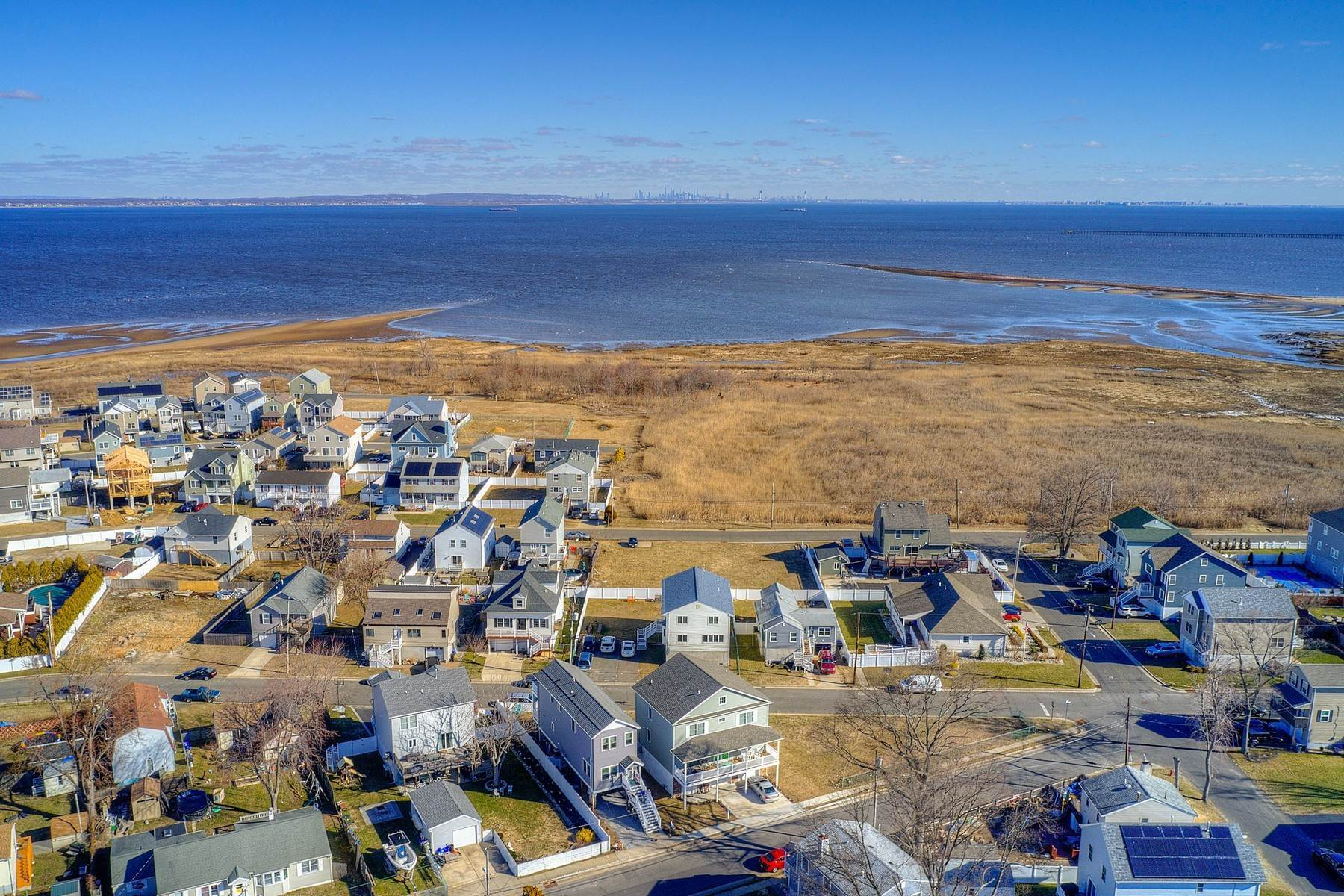 3. Single Family Homes for Sale at 824 A Bayview Avenue, Union Beach, NJ 824 Bayview Avenue, A Union Beach, New Jersey 07735 United States