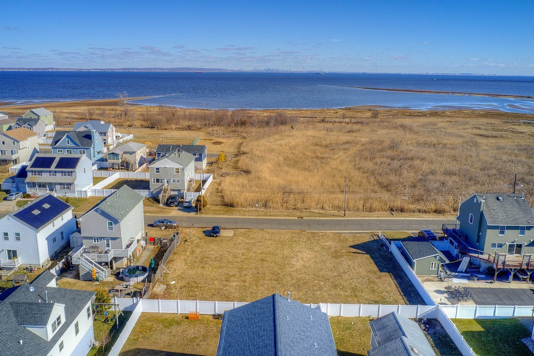 6. Single Family Homes for Sale at 824 A Bayview Avenue, Union Beach, NJ 824 Bayview Avenue, A Union Beach, New Jersey 07735 United States