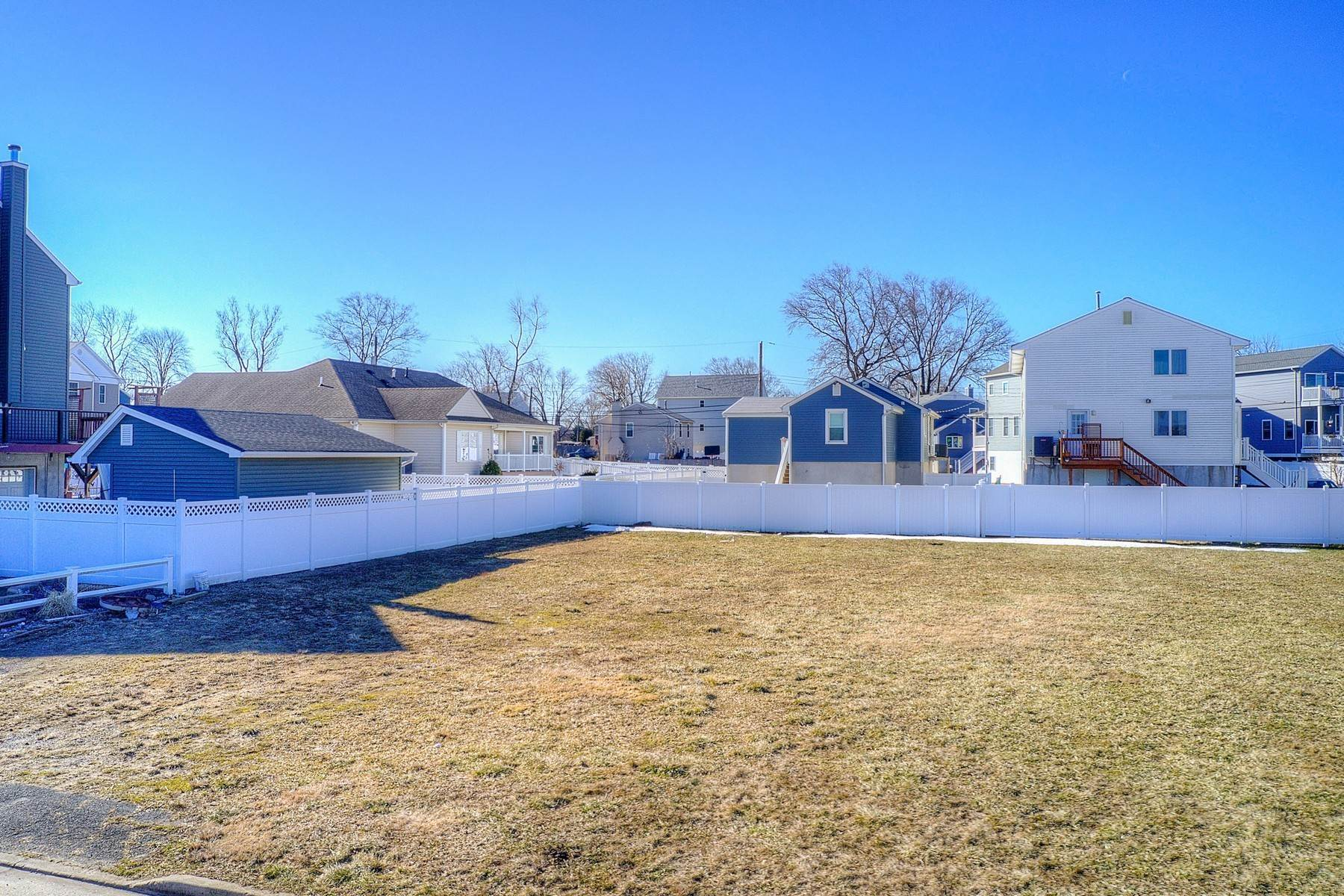 16. Single Family Homes for Sale at 824 A Bayview Avenue, Union Beach, NJ 824 Bayview Avenue, A Union Beach, New Jersey 07735 United States