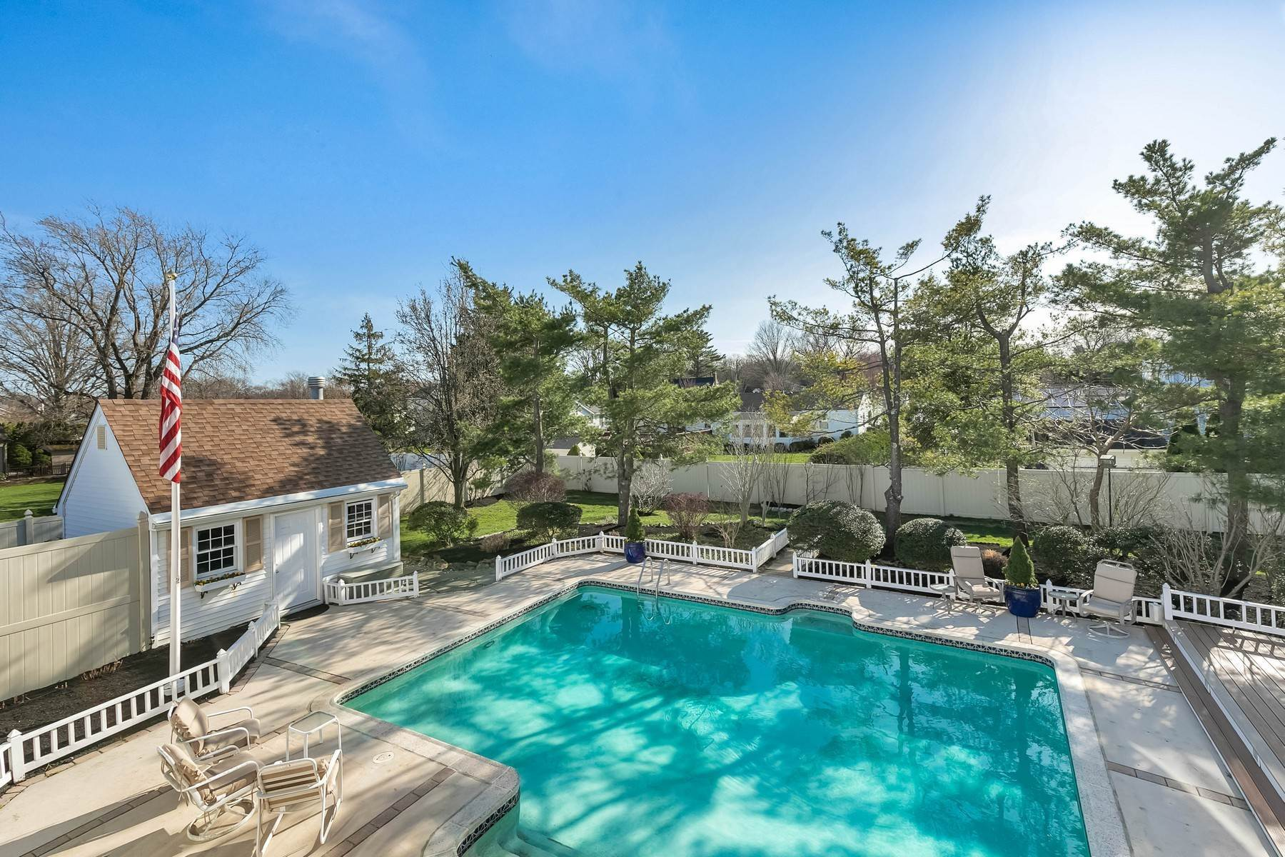 42. Single Family Homes for Sale at Elegance Meets Edgy Infused with Exceptional Quality and Custom Updates 130 Lippincott Road Little Silver, New Jersey 07739 United States
