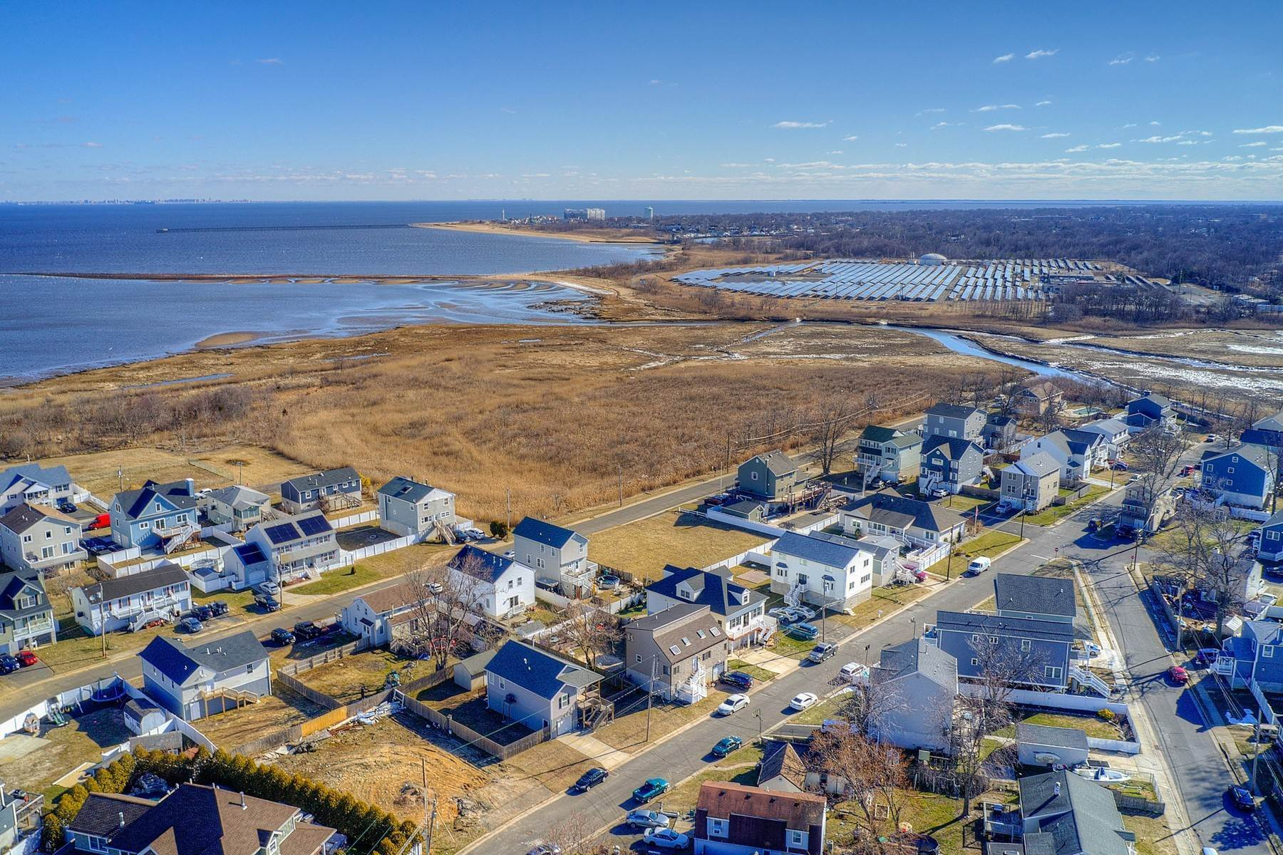 2. Single Family Homes for Sale at 824 A Bayview Avenue, Union Beach, NJ 824 Bayview Avenue, A Union Beach, New Jersey 07735 United States