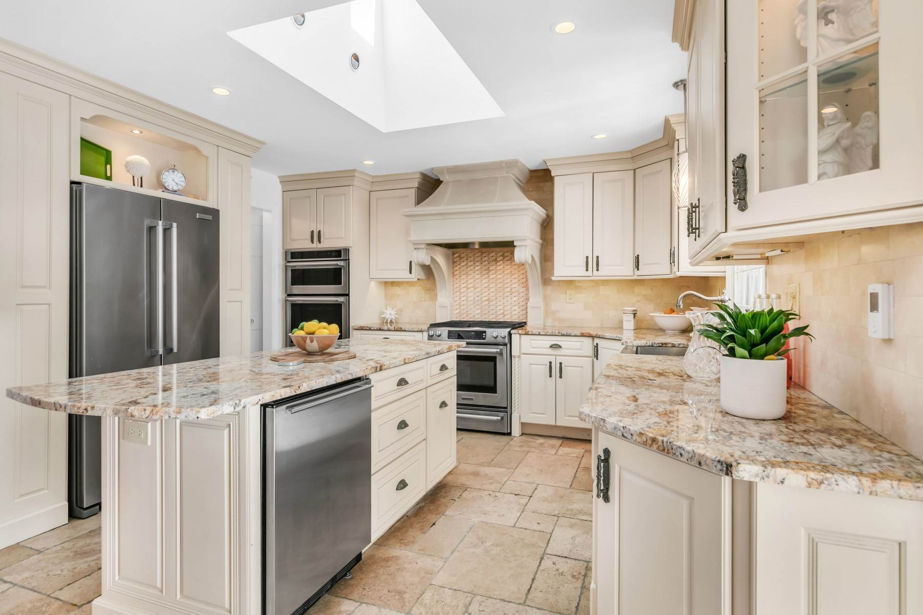 13. Single Family Homes for Sale at Elegance Meets Edgy Infused with Exceptional Quality and Custom Updates 130 Lippincott Road Little Silver, New Jersey 07739 United States