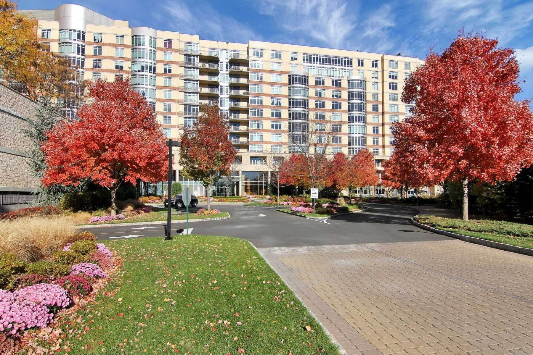 Condominiums para Venda às 8100 River Rd. nit 809, North Bergen, NJ 07047 8100 River Rd., Unit 905 North Bergen, Nova Jersey 07047 Estados Unidos