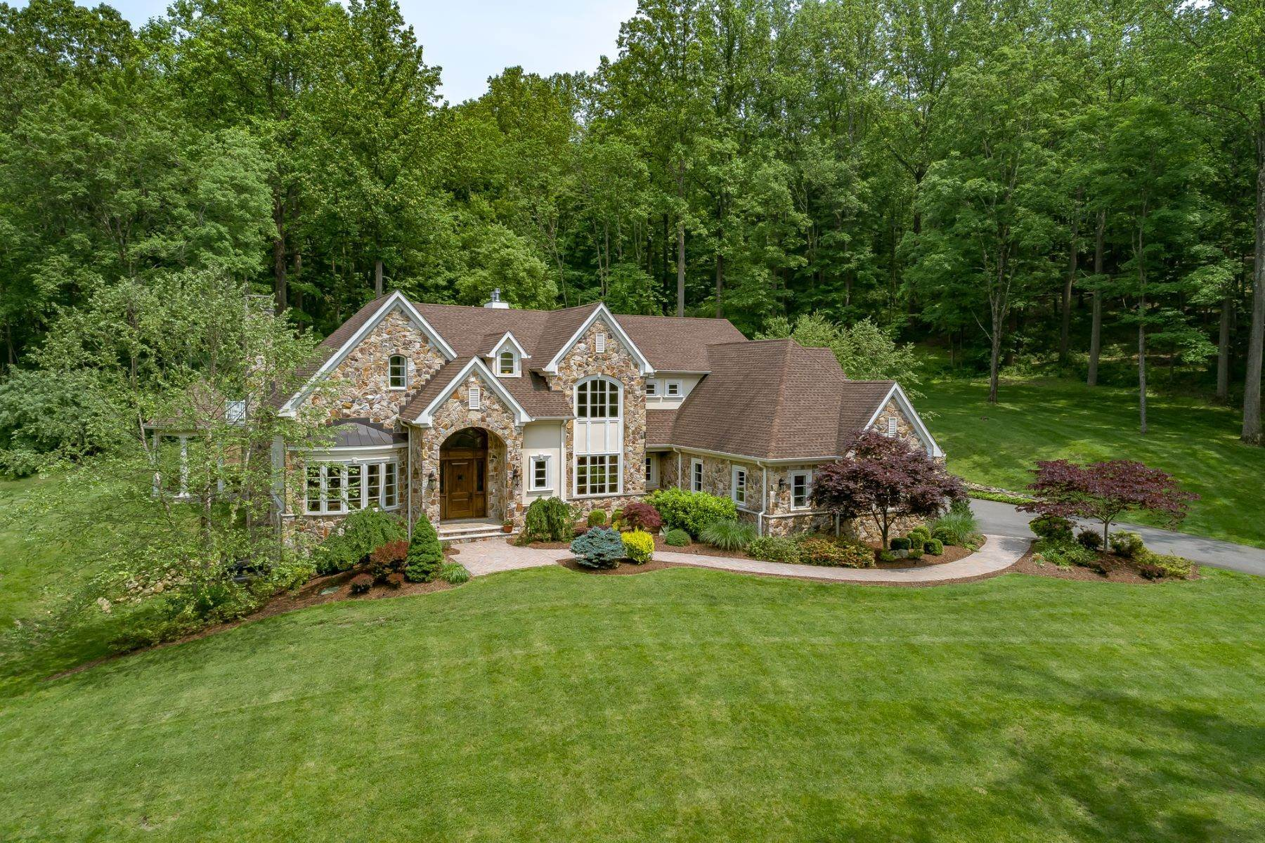 Single Family Homes para Venda às Impressively Designed 69 Guinea Hollow Road Tewksbury Township, Nova Jersey 07830 Estados Unidos