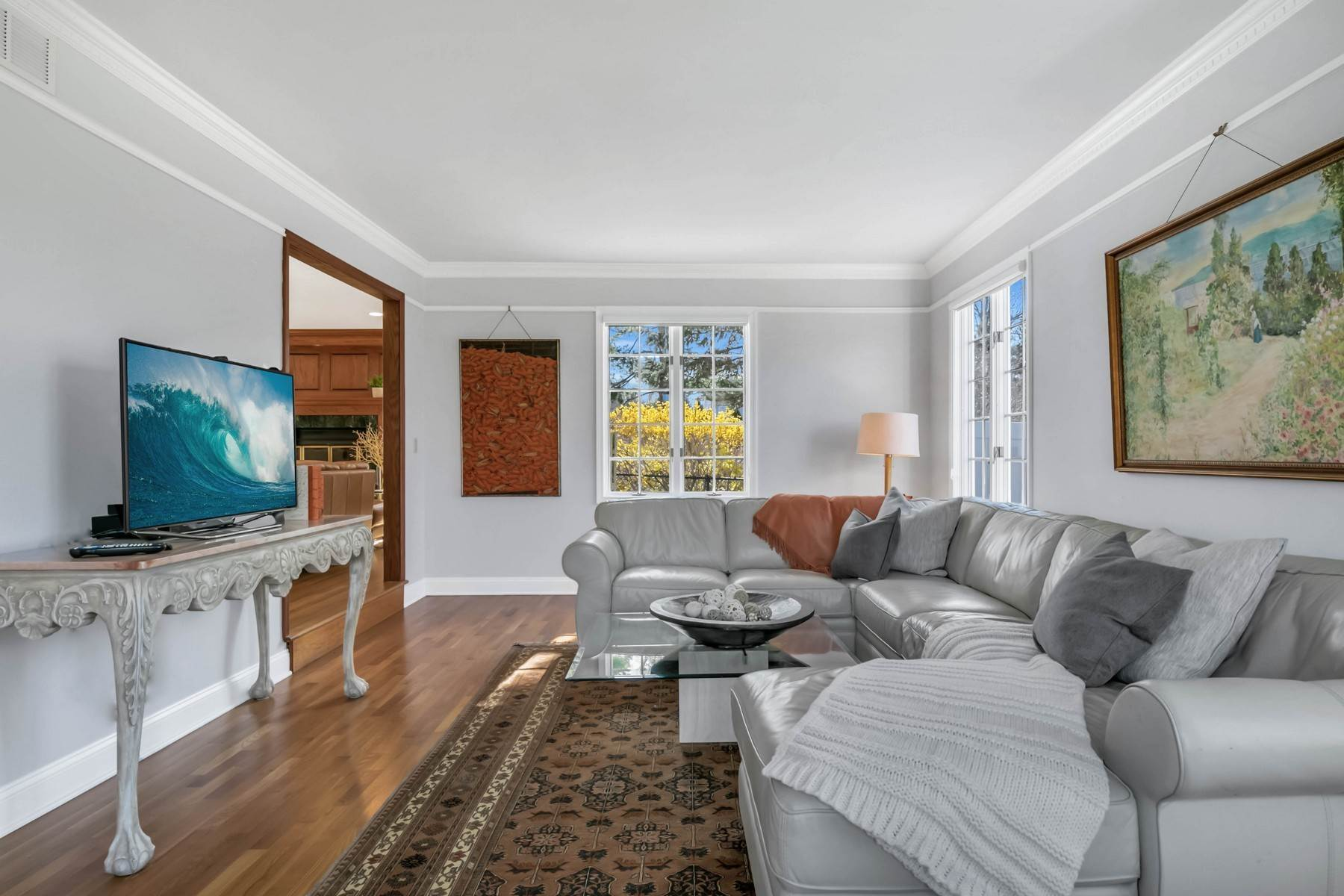 7. Single Family Homes for Sale at Elegance Meets Edgy Infused with Exceptional Quality and Custom Updates 130 Lippincott Road Little Silver, New Jersey 07739 United States