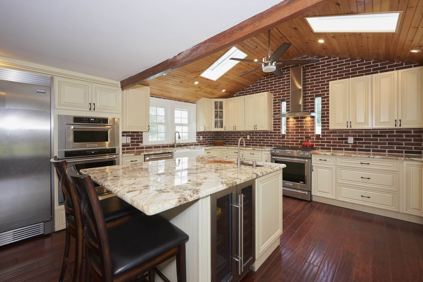12. Single Family Homes for Sale at 420 Sycamore Avenue Shrewsbury, New Jersey 07702 United States