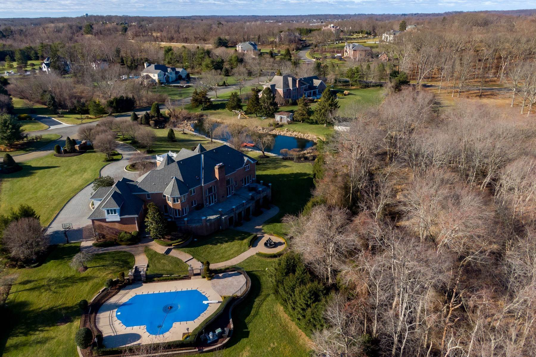 6. Single Family Homes for Sale at Live Palatial 4 Lexington Court Colts Neck, New Jersey 07722 United States