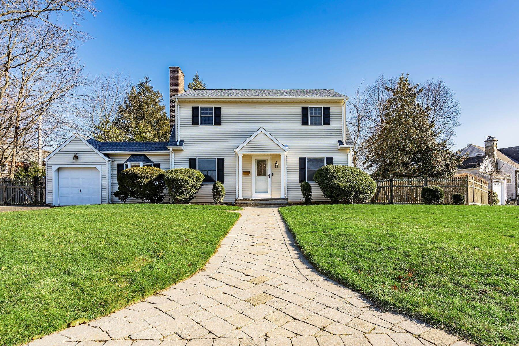 2. Single Family Homes for Sale at Sunnycrest Neighborhood 16 Carlile Terrace Little Silver, New Jersey 07739 United States
