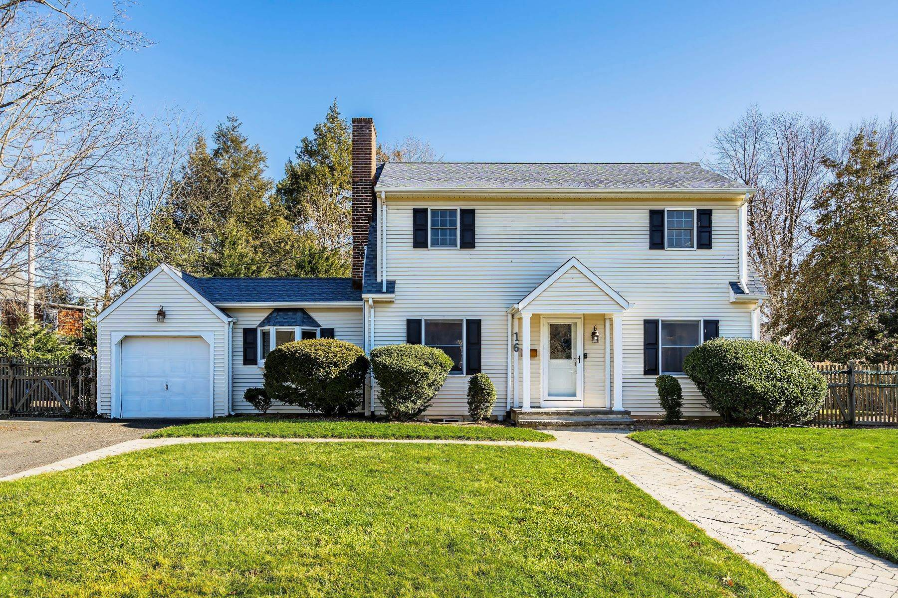 3. Single Family Homes for Sale at Sunnycrest Neighborhood 16 Carlile Terrace Little Silver, New Jersey 07739 United States