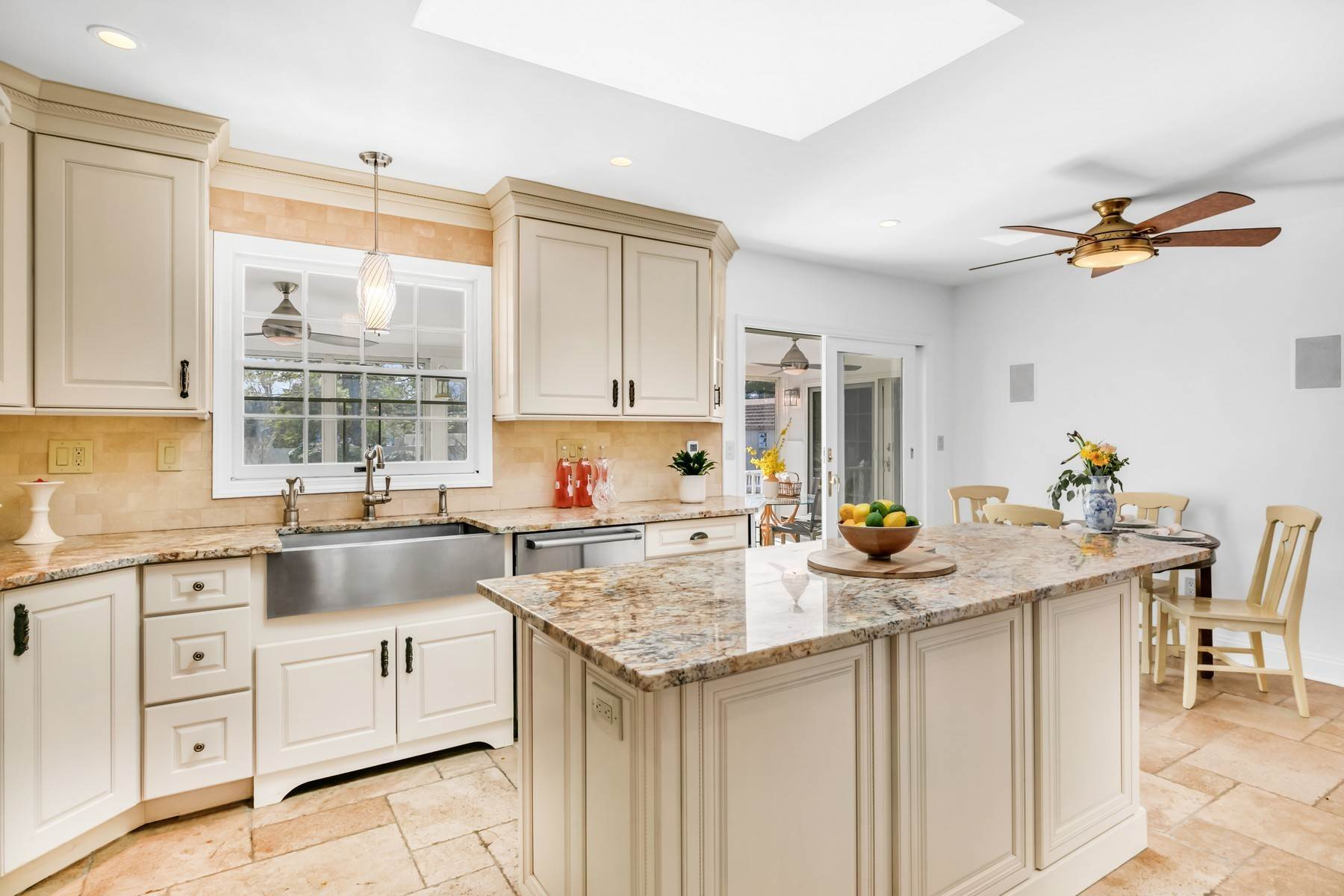 14. Single Family Homes for Sale at Elegance Meets Edgy Infused with Exceptional Quality and Custom Updates 130 Lippincott Road Little Silver, New Jersey 07739 United States