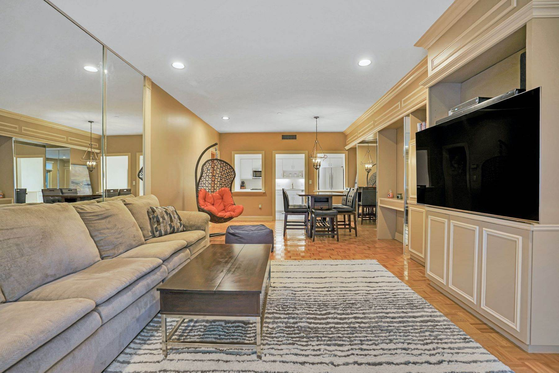 Condominiums em This is one of Port Liberte's favorite two bedroom, two bath floor plans 208 Shearwater Ct. #33 Jersey City, Nova Jersey 07305 Estados Unidos