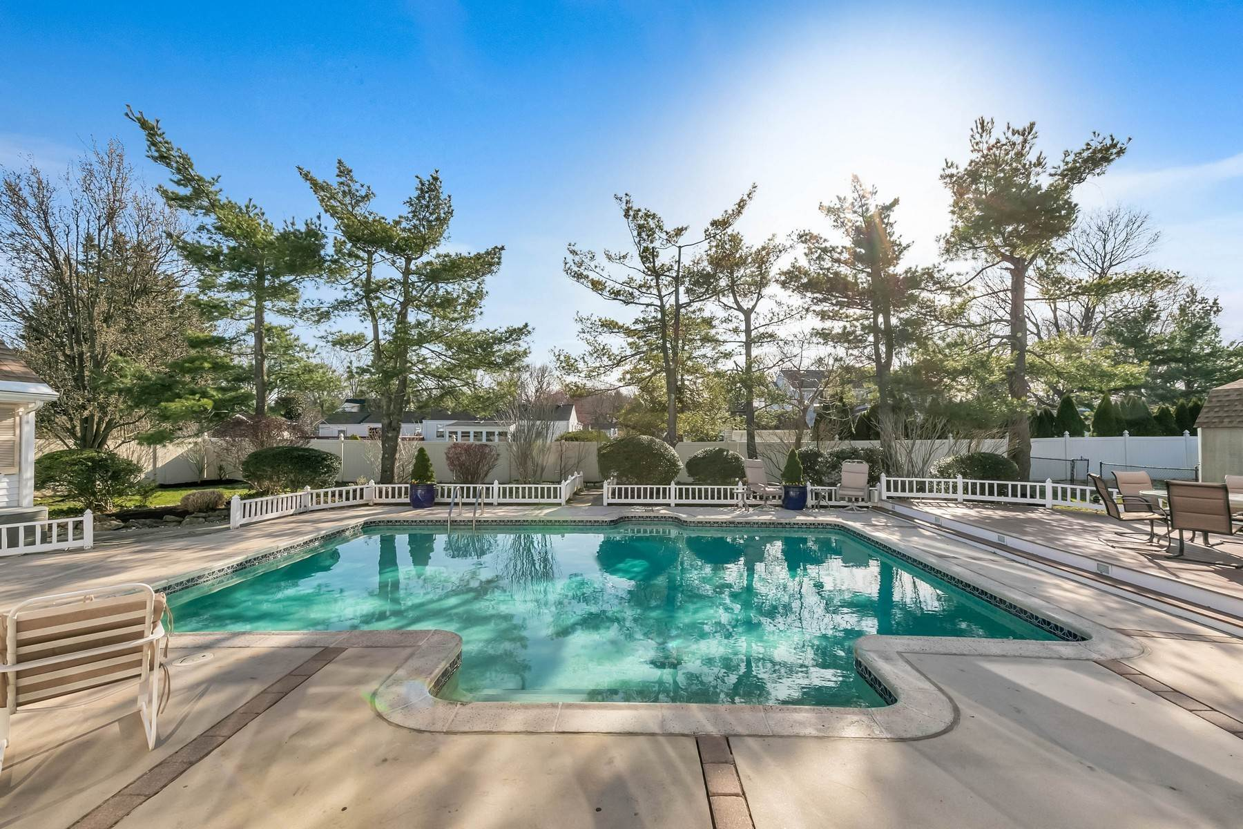 44. Single Family Homes for Sale at Elegance Meets Edgy Infused with Exceptional Quality and Custom Updates 130 Lippincott Road Little Silver, New Jersey 07739 United States