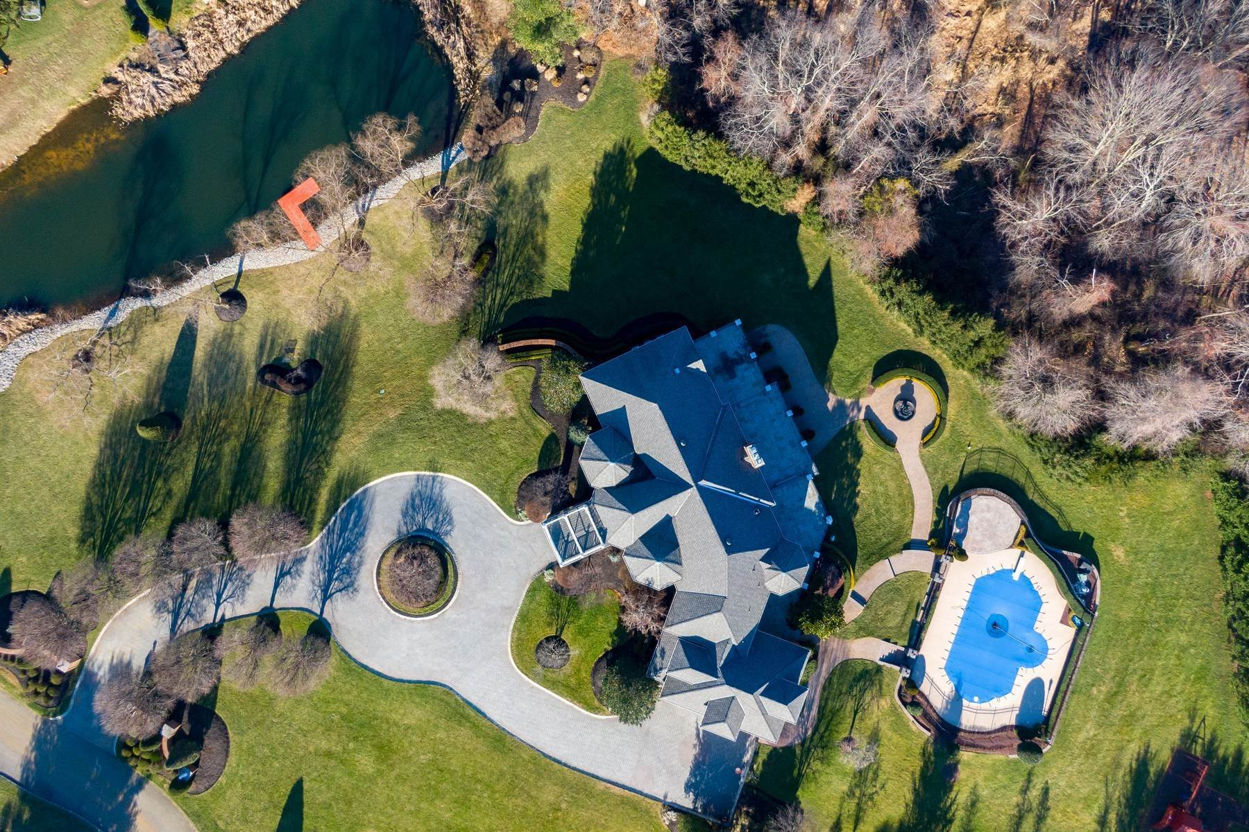 5. Single Family Homes for Sale at Live Palatial 4 Lexington Court Colts Neck, New Jersey 07722 United States