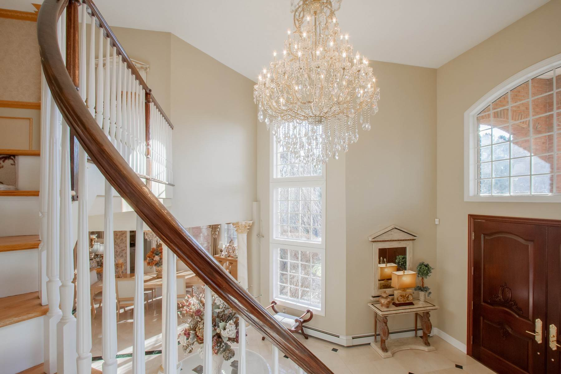 9. Single Family Homes for Sale at Live Palatial 4 Lexington Court Colts Neck, New Jersey 07722 United States