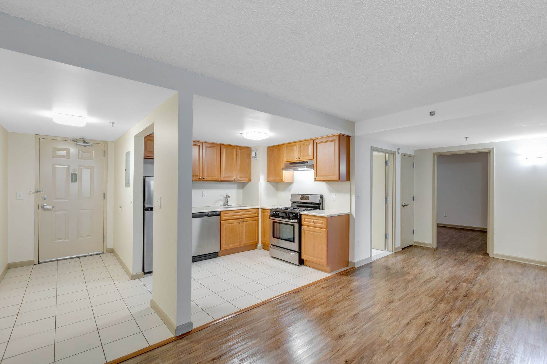 Other Residential Homes em Welcome to Peninsula Court. Spacious 2 bedroom in Elevator building . 22-34 West 25th Street, Unit 1C Bayonne, Nova Jersey 07002 Estados Unidos