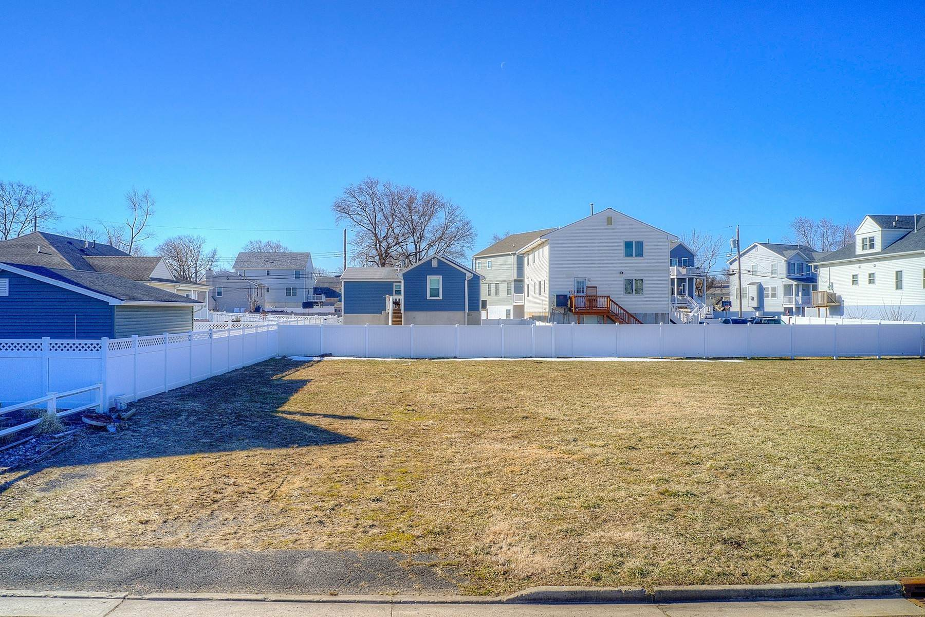 15. Single Family Homes for Sale at 824 A Bayview Avenue, Union Beach, NJ 824 Bayview Avenue, A Union Beach, New Jersey 07735 United States