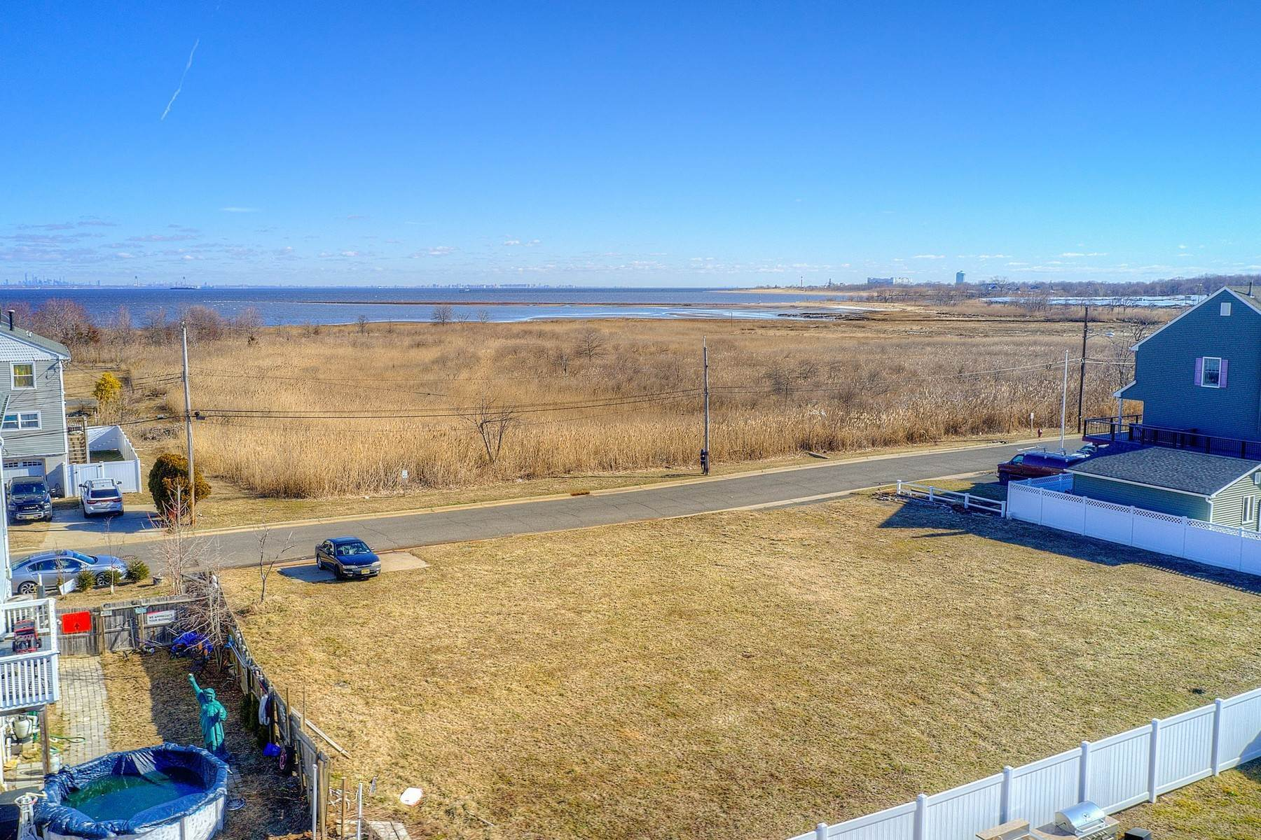 10. Single Family Homes for Sale at 824 A Bayview Avenue, Union Beach, NJ 824 Bayview Avenue, A Union Beach, New Jersey 07735 United States