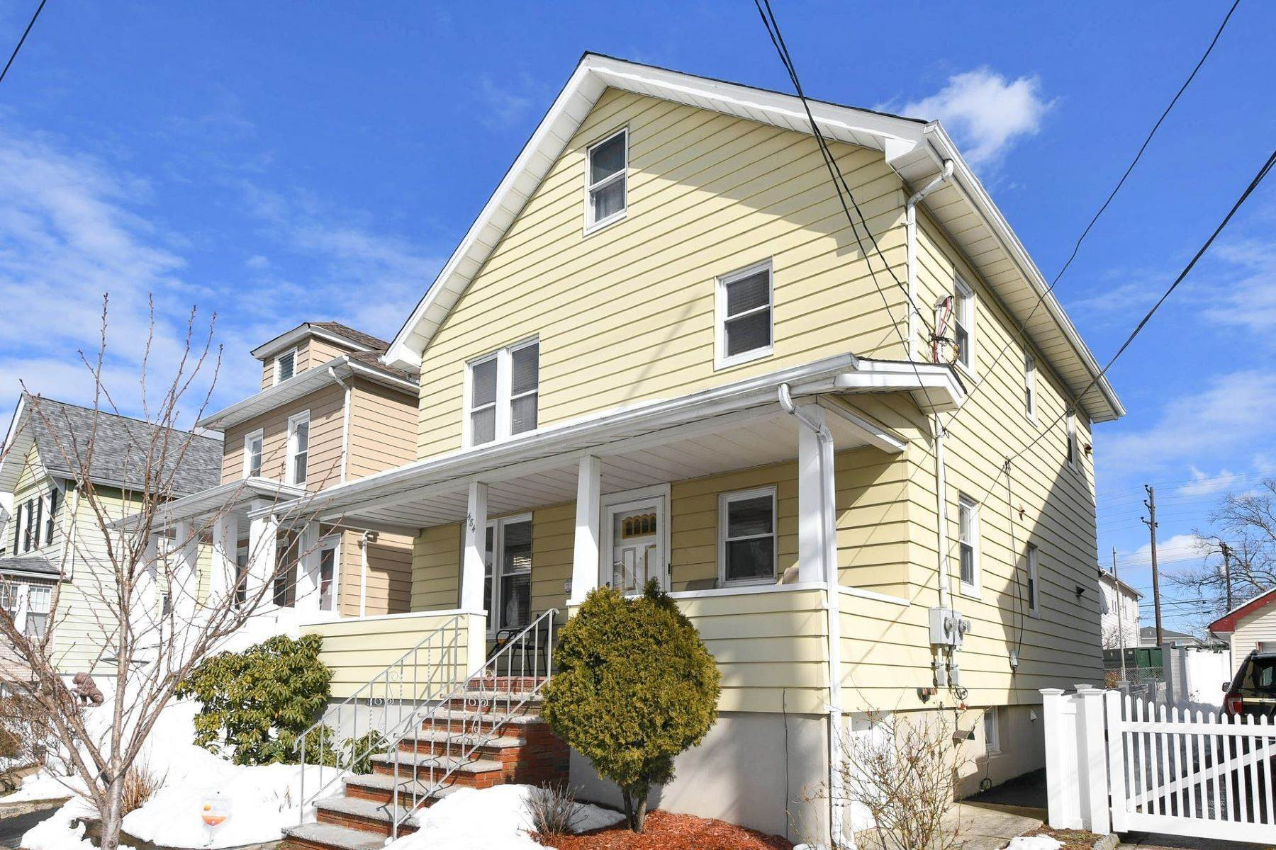 Multi-Family Homes para Venda às Two Family Home 484 Washington Ave Hackensack, Nova Jersey 07601 Estados Unidos