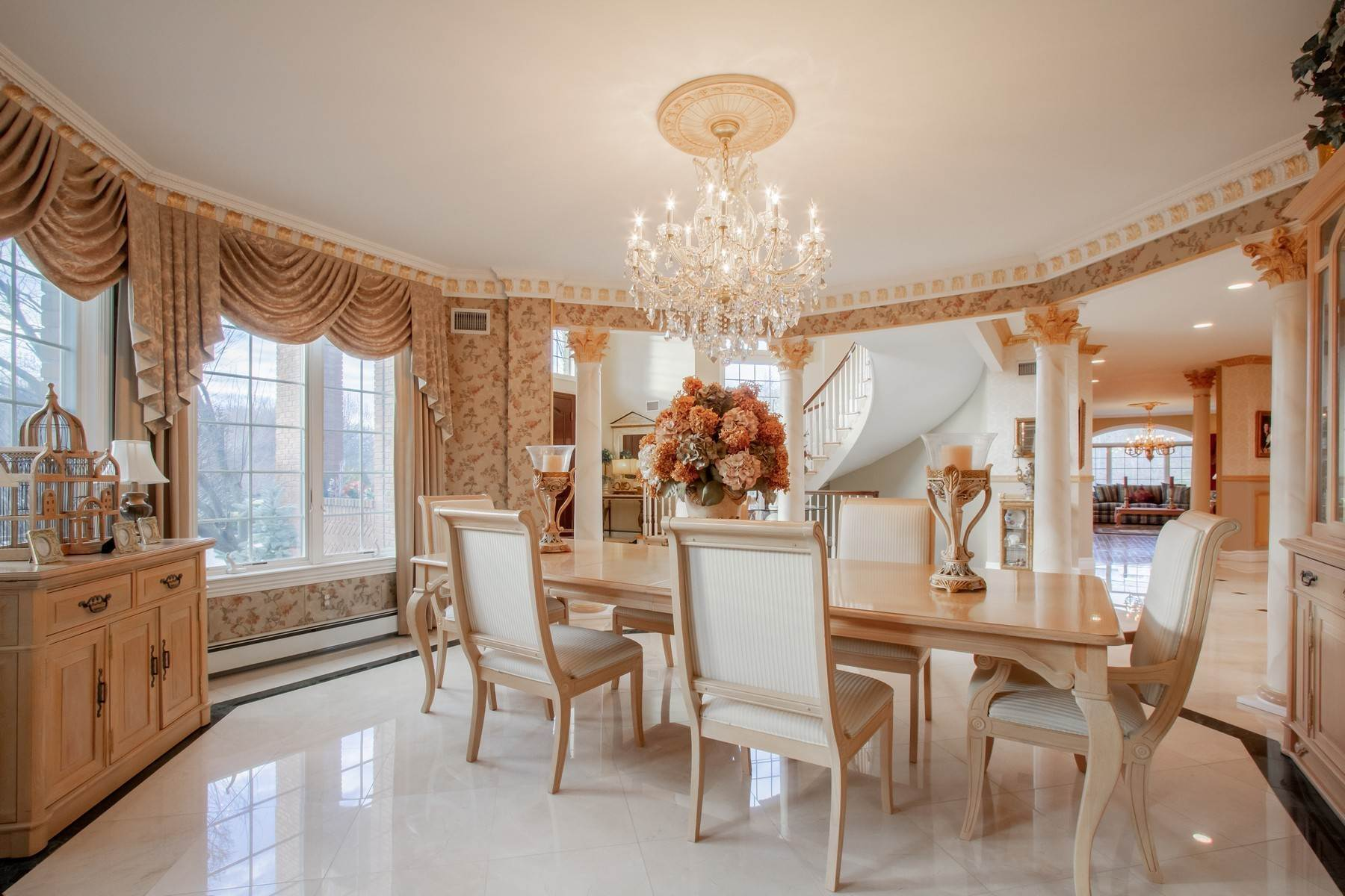 11. Single Family Homes for Sale at Live Palatial 4 Lexington Court Colts Neck, New Jersey 07722 United States