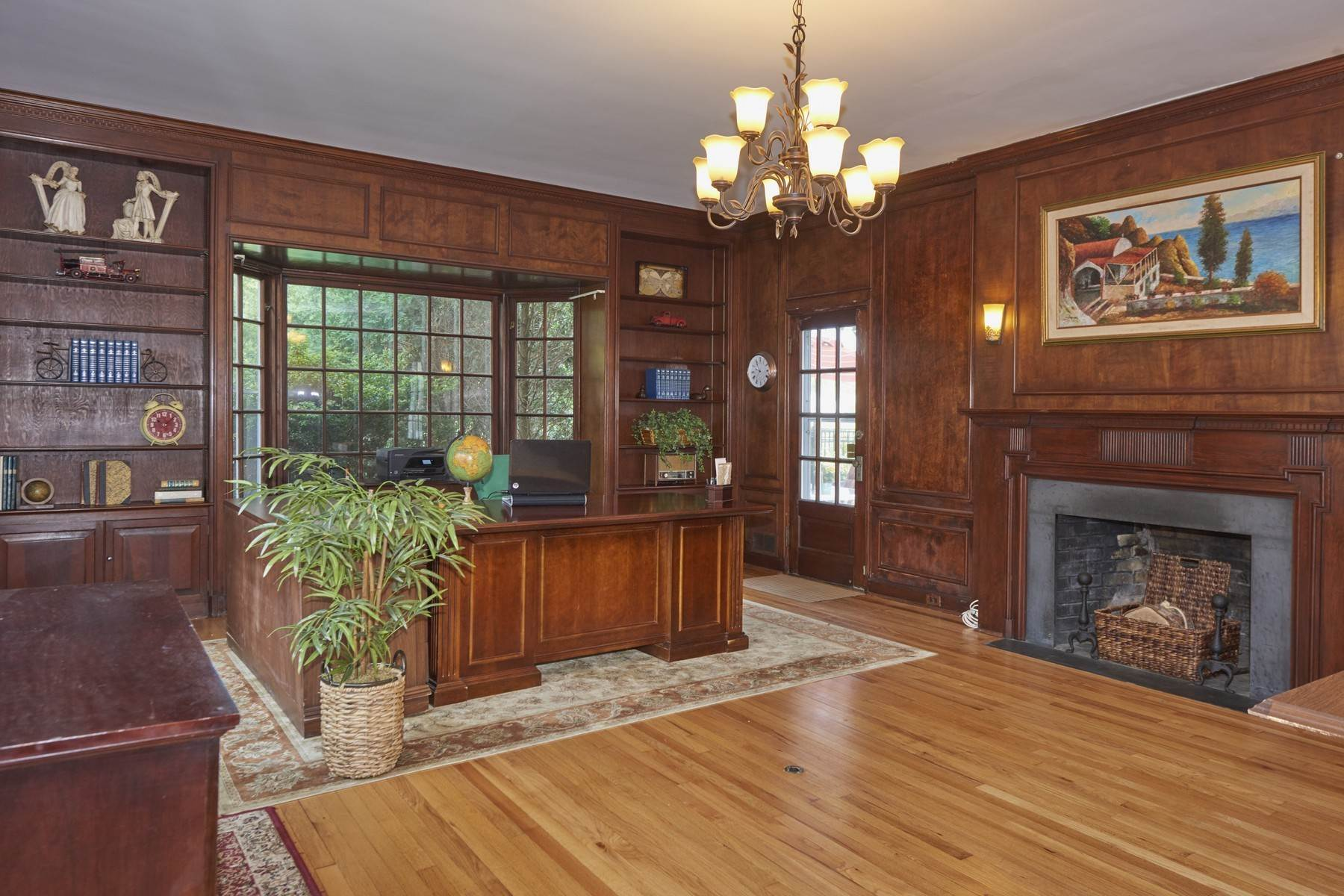 8. Single Family Homes for Sale at 420 Sycamore Avenue Shrewsbury, New Jersey 07702 United States