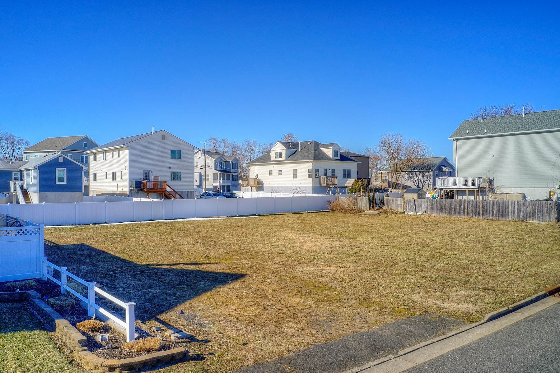 14. Single Family Homes for Sale at 824 A Bayview Avenue, Union Beach, NJ 824 Bayview Avenue, A Union Beach, New Jersey 07735 United States