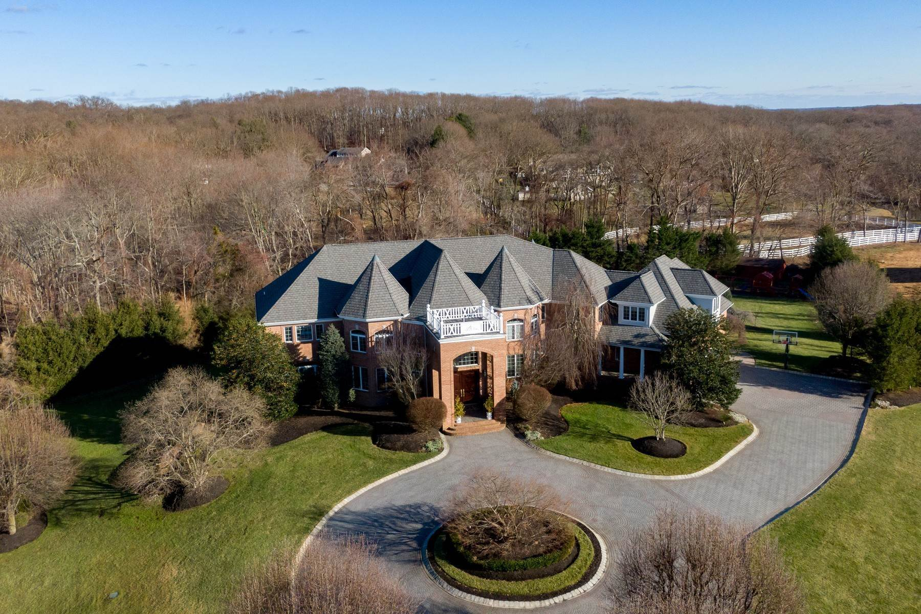2. Single Family Homes for Sale at Live Palatial 4 Lexington Court Colts Neck, New Jersey 07722 United States
