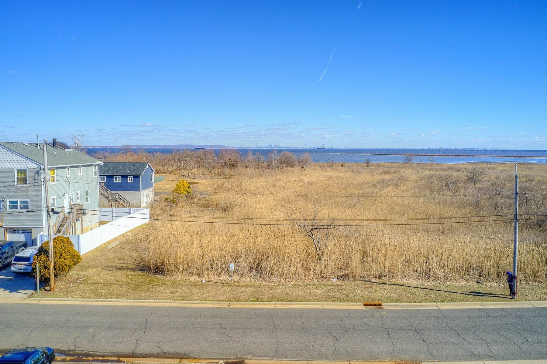 11. Single Family Homes for Sale at 824 A Bayview Avenue, Union Beach, NJ 824 Bayview Avenue, A Union Beach, New Jersey 07735 United States