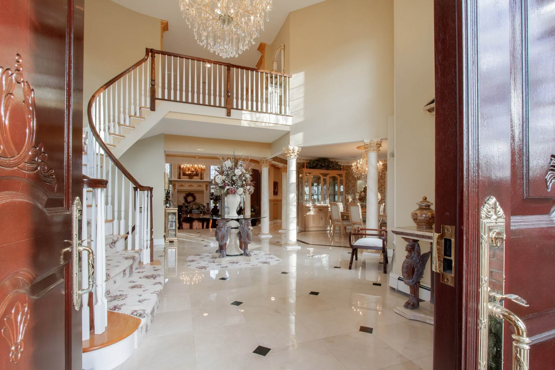 7. Single Family Homes for Sale at Live Palatial 4 Lexington Court Colts Neck, New Jersey 07722 United States