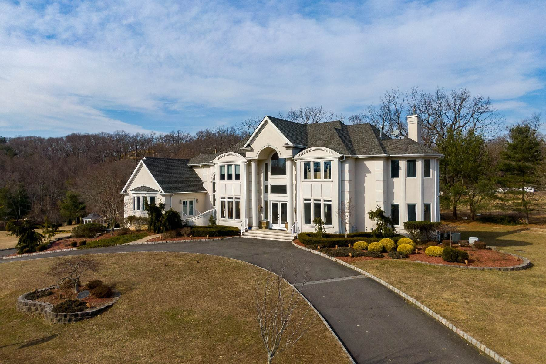 50. Single Family Homes for Sale at LIVE Lakefront 101A Middletown Road Holmdel, New Jersey 07733 United States