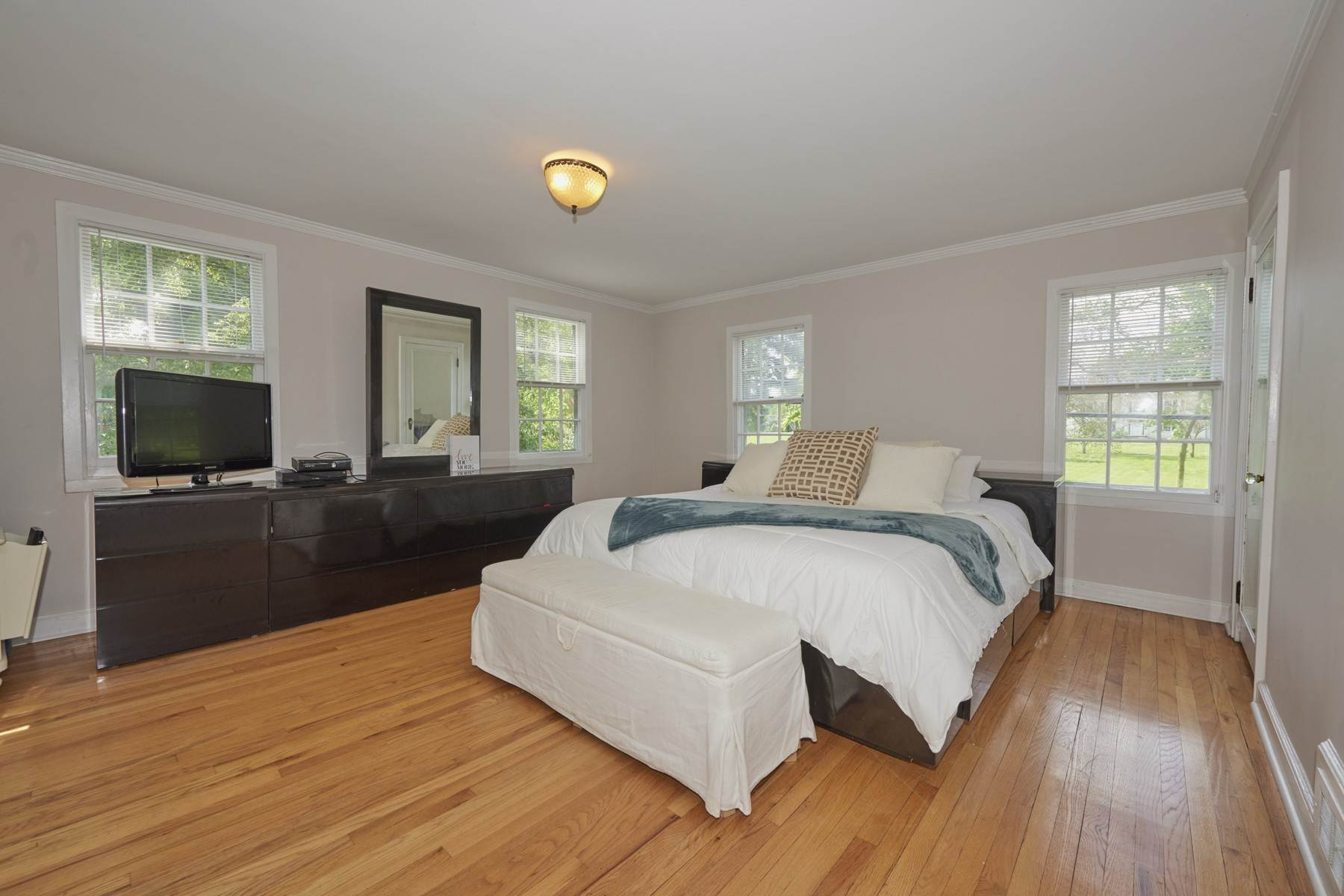 23. Single Family Homes for Sale at 420 Sycamore Avenue Shrewsbury, New Jersey 07702 United States