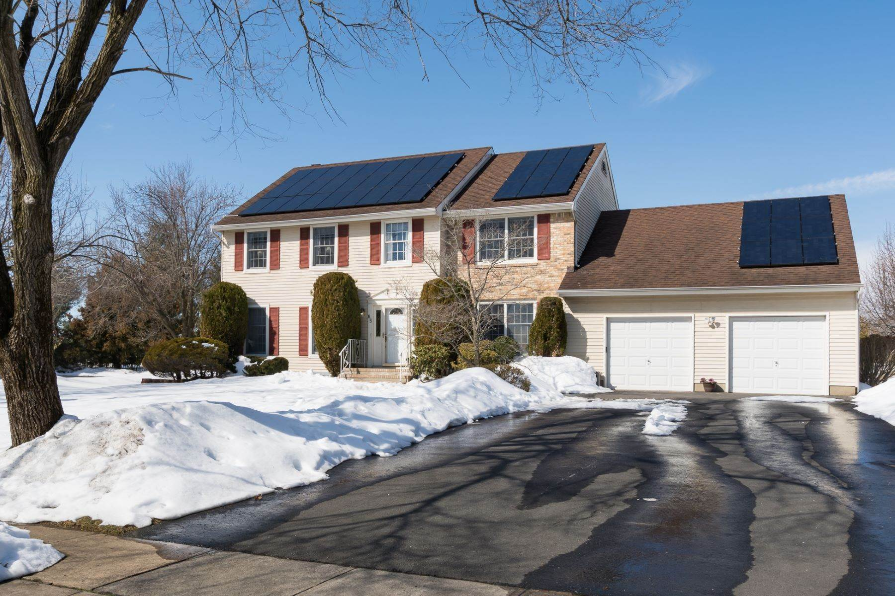 Single Family Homes for Sale at Smart Features Are Both Wallet and Earth-Friendly 65 Wexford Drive Monmouth Junction, New Jersey 08852 United States