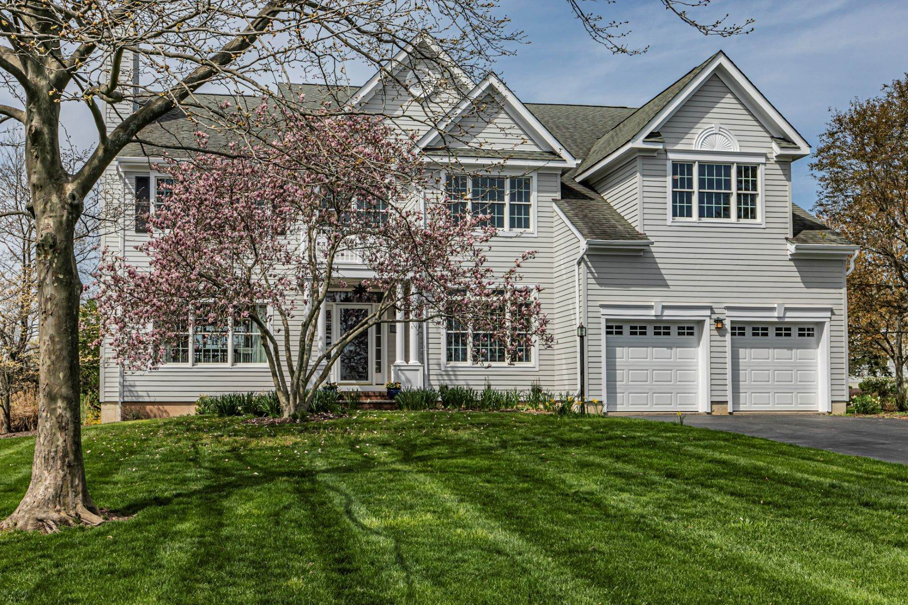 Single Family Homes for Sale at Warm and Inviting With Stunning Golf Course Views 7 Prairie Dunes Court Skillman, New Jersey 08558 United States